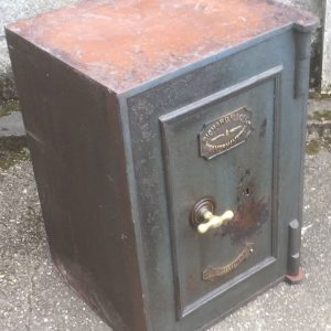 FINE-ANTIQUE-VINTAGE-IRON-HOME-OFFICE-SAFE-FIRE-RESISTANT-2-MAN-DELIVERY-292067453499