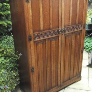 FINE-ARTS-CRAFTS-2-DOOR-OAK-HALL-WARDROBE-2-MAN-DELIVERY-AVAILABLE-292072721973