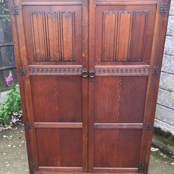 FINE-ARTS-CRAFTS-2-DOOR-OAK-HALL-WARDROBE-2-MAN-DELIVERY-AVAILABLE-292072723053