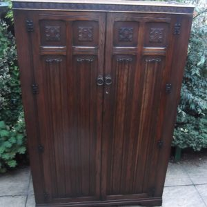 FINE-ARTS-CRAFTS-2-DOOR-OAK-HALL-WARDROBE-2-MAN-DELIVERY-AVAILABLE-292085605899