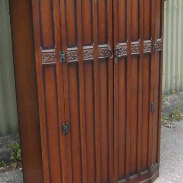FINE-ARTS-CRAFTS-2-DOOR-OAK-HALL-WARDROBE-2-MAN-DELIVERY-AVAILABLE-302269273939