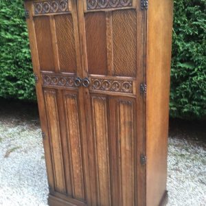 FINE-ARTS-CRAFTS-2-DOOR-OAK-HALL-WARDROBE-2-MAN-DELIVERY-AVAILABLE-302269274408