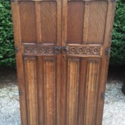 FINE-ARTS-CRAFTS-2-DOOR-OAK-HALL-WARDROBE-2-MAN-DELIVERY-AVAILABLE-302269274408-9