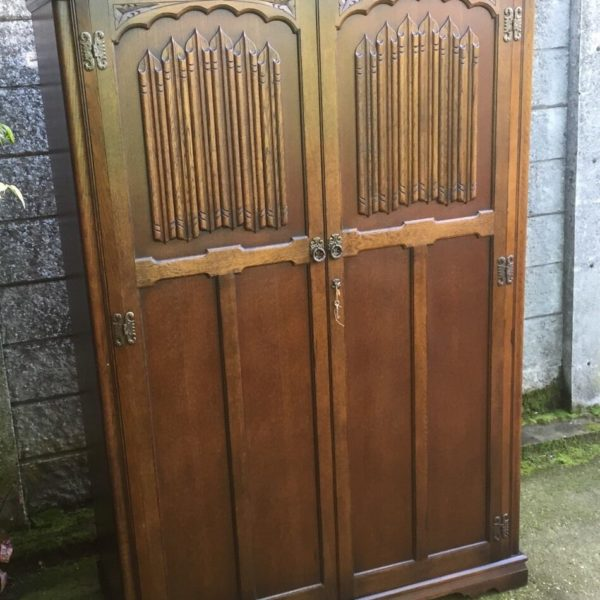 FINE-ARTS-CRAFTS-2-DOOR-OAK-HALL-WARDROBE-2-MAN-DELIVERY-AVAILABLE-302285551957
