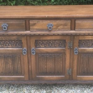 FINE-OAK-OLD-CHARM-3-DOOR-HERTFORD-SIDEBOARD-CLEAN-CONDITION-2-MAN-DELIVERY-292074573859