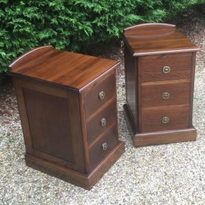 FINE-PAIR-OF-ARTS-CRAFTS-OAK-BEDSIDE-CABINETSCHESTS-SELDOM-SEEN-302269274418