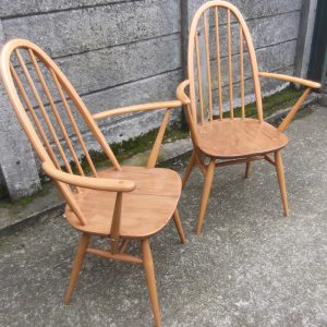 FINE-PAIR-OF-ERCOL-QUAKER-ARMCHAIRS-VERY-CLEAN-CONDITION-DELIVERY-AVAILABLE-292072723052