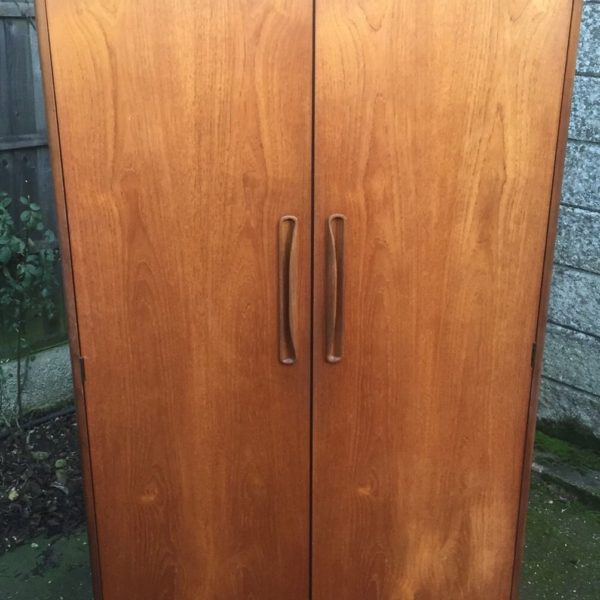 FINE-RETRO-TEAK-G-PLAN-2-DOOR-FITTED-WARDROBE-CLEAN-CONDITION-DELIVERY-AVAILABLE-302263524949