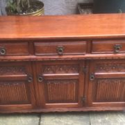 LARGE-OAK-OLD-CHARM-3-DOOR-HERTFORD-SIDEBOARD-CLEAN-CONDITION-2-MAN-DELIVERY-302263267000-3