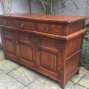 LARGE-OAK-OLD-CHARM-3-DOOR-HERTFORD-SIDEBOARD-CLEAN-CONDITION-2-MAN-DELIVERY-302263267000-4