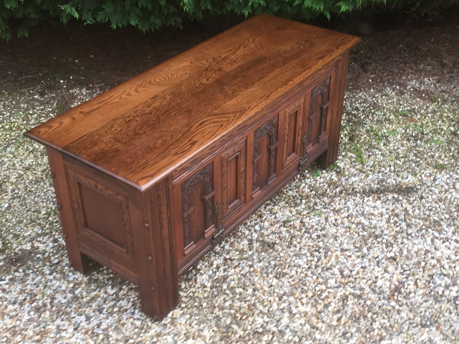 SUPERB CARVED OAK OLD CHARM RUG TOY CHEST BLANKET BOX COFFEE TABLE