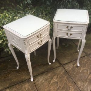 SUPERB-PAIR-OF-FRENCH-STYLE-PAINTED-CHIC-BEDSIDE-CABINETSCHESTS-LONDON-MAKER-302269274414